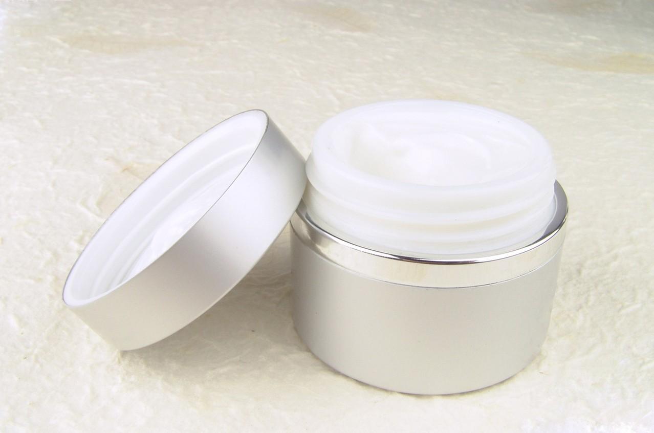 Sprawdzajmy składniki kosmetyków